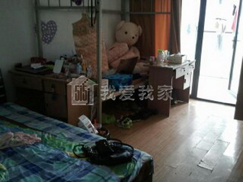 该小区位于滨江区彩虹城附近