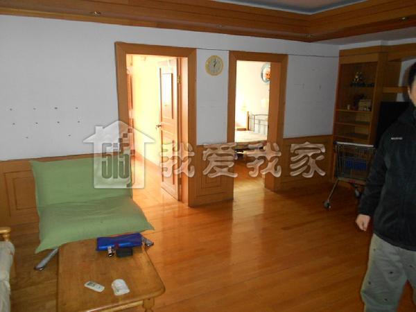 双南卧室,客厅明,厨房卫生间朝北有窗户,满五年,有证无贷