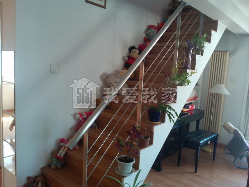 内墙:楼梯间刷白色乳胶漆涂料