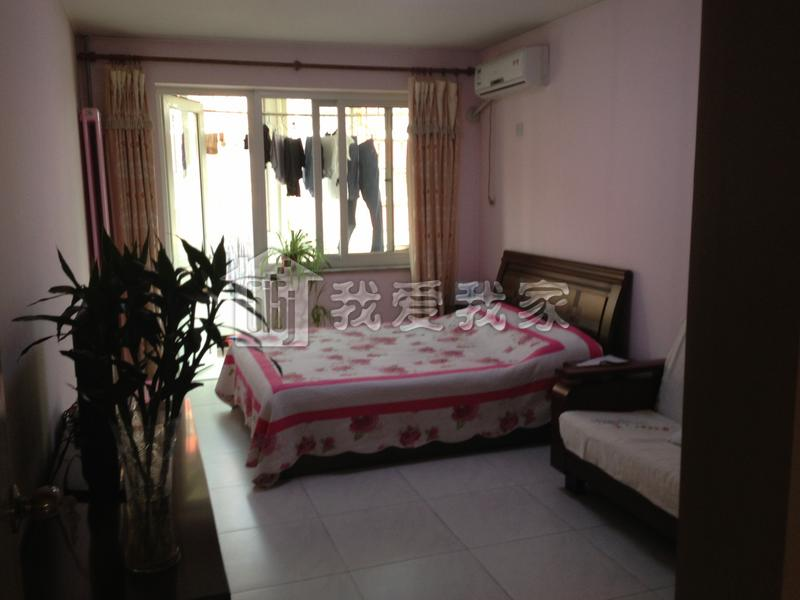【房屋介绍】   房屋建筑面积60平,南北通透正规一居室,中等装修