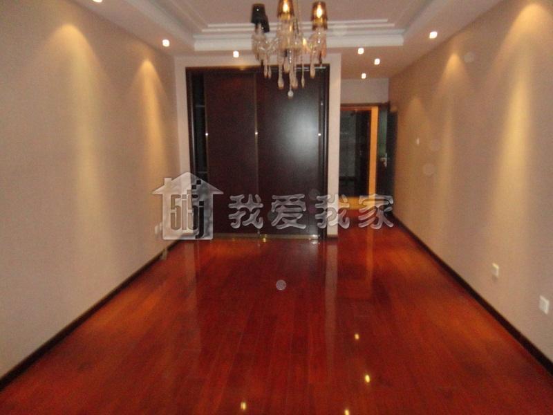 木地板结合,完美居家 2,采光充足:格局方正,无浪费面积,卧室客厅有