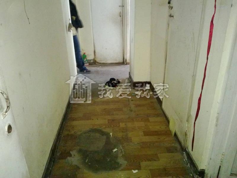 【米兰·世博游】洁白的墙壁,客厅地砖,卧室木地板