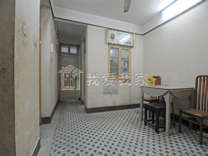 轨道交通旁,三房一厅出售,得房率高,户型方正