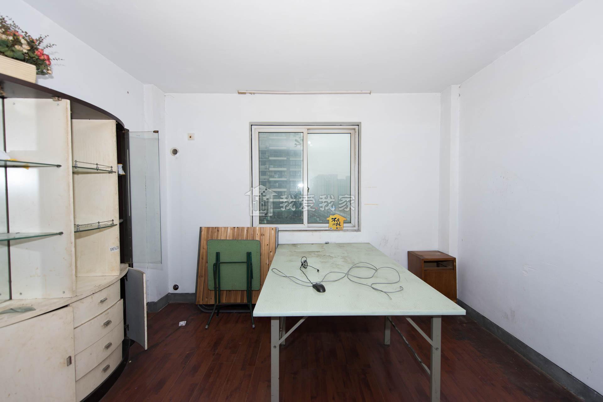 全明东边套 舒适大两房 有钥匙随时看房