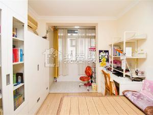 南北通透卫浴全明,卧室带阳台,精装修,看房随时