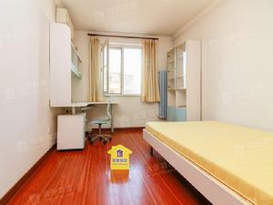 龙跃苑四区三室一厅一卫