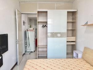 钟灵街站 森林摩尔 精装修 单身公寓 位置安静 价格可谈