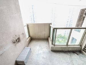 纯毛坯,大三房,户型方正,楼层视野开阔,不靠路