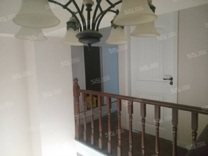 房为南向三室二厅二卫,建筑面积为109平米。