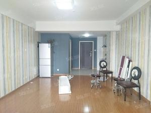 星光精装办公室,地段繁华,楼下地鉄,有钥,随时看,可隔断